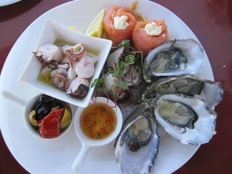mollymook,milton,nsw,ulladulla,restaurants,cafes,kidgeeridge music,mollymook ocean swim