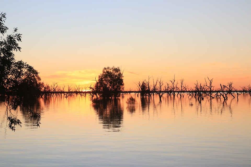 mollymook beach waterfront,destination mollymook milton ulladulla,Menindee Lake,Broken Hill,Silverton,Lake Cargelligo,Hillston